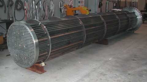 Building and retubing tube bundles